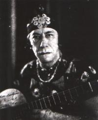 http://www.guitarrasweb.com/agustinbarrios/abarrios.jpg